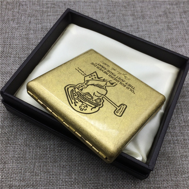 World War 2 MacArthur Copper Cigarette Case Box Male Metal Cigarette Boxes Laser Engraved Forever Storage Smoke Box