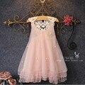 Moda 2016 Vestido de Princesa Menina Moda Sem Mangas Pétala Decoração Festa Chlidren Roupas Princesa Vestido Sem Mangas Apliques