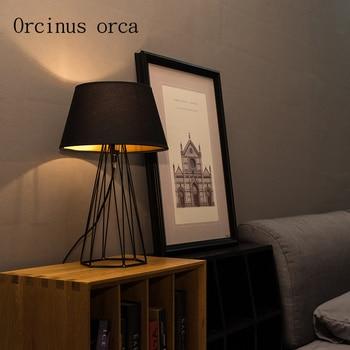 Lámpara de mesa de hierro creativa retro americana lámpara de mesita de noche de sala de estar lámpara nórdica moderna simple de moda lámpara de escritorio envío gratis