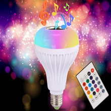 La música de Bluetooth lámpara inteligente E27 RGB inalámbrica bombilla altavoz 220 V 12 W luz LED reproductor de Audio regulable 24 llaves controlador remoto