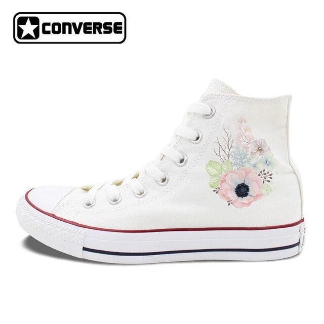 converse blanche avec des fleurs
