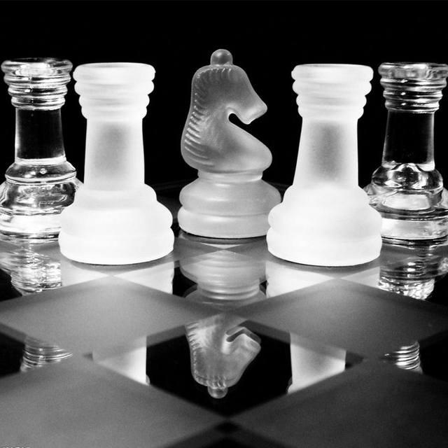 Jeu d'échecs en verre de luxe élégant plateau et pièces en verre 4