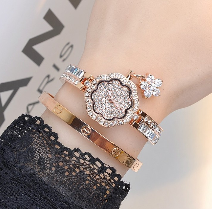 Women watches 2018 Fashion New Summer Style Classy Ladies Crystal Roman Numerals Gold Mesh Band Wrist