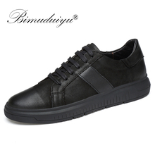 Купить с кэшбэком BIMUDUIYU Men Genuine Leather Casual Shoes Men Lace Up New Fashion Sneakers Rubber Sole Non-slip Breathable Soft Flats Men Shoes