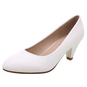 Image 2 - Yalnn 성숙한 여성 펌프 하이힐 신발 가죽 5 cm med 고품질 신발 화이트 블랙 펌프 office lady shoes