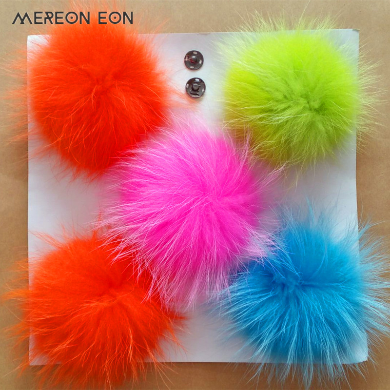 A variety of colors 4pcs 13cm real raccoon fur pom poms fur ball for key chain fur hat winter hats for shoes fur cap accessories a cat a hat and a piece of string