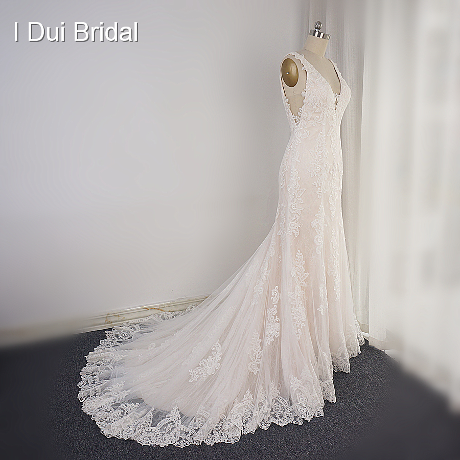 V Neck High Quality Wedding Dress Lace Appliqued Low Back A Line Bridal Gown