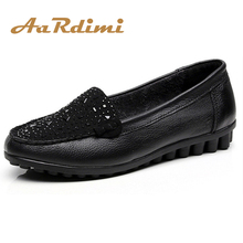 Купить с кэшбэком 2017 New Autumn Rhinestones Casual Shoes Woman Genuine Leather Flat Shoes Women Loafers Summer Solid Slip On Single Mother Shoes