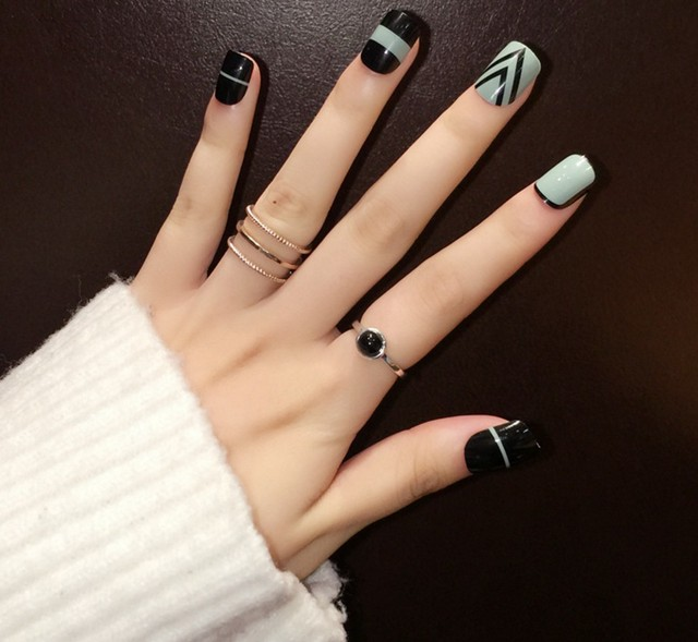 New YuNail 24pcs Green And Black Short Fake Nails Oval Short Full ...