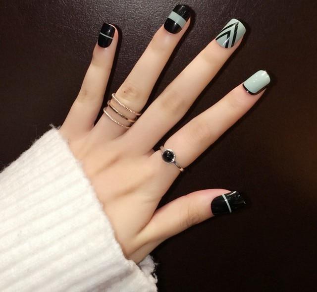 New Yunail 24pcs Green And Black Short Fake Nails Oval Full Acrylic Nail Tips Cute