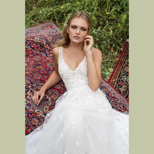 Sexy Vestido De Noiva 2018 Deep-V-neck Moden Wedding Dress Novia Playa Custom made Backless