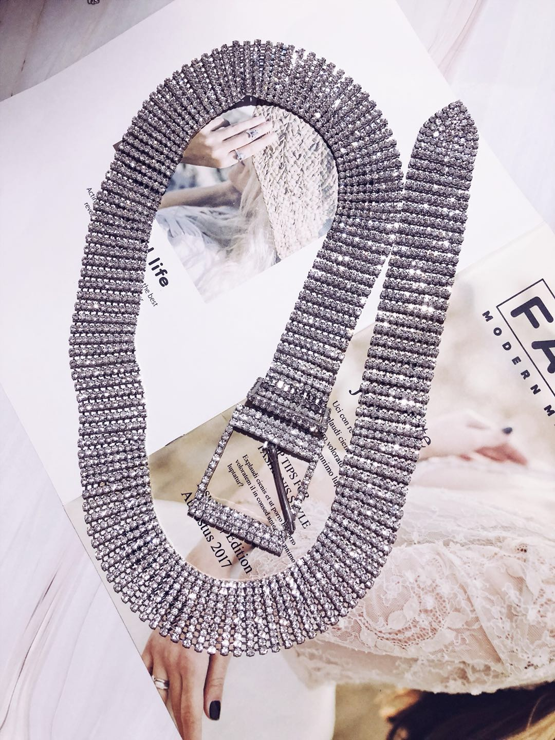 2018 New Europe and the United States flash metal long fashion wild temperament waist chain 937