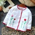 Nuevo 2013 otoño primavera bebé ropa niños prendas de vestir exteriores niña prendas de punto de moda suéter cardigan bebé flores suéteres del todo fósforo