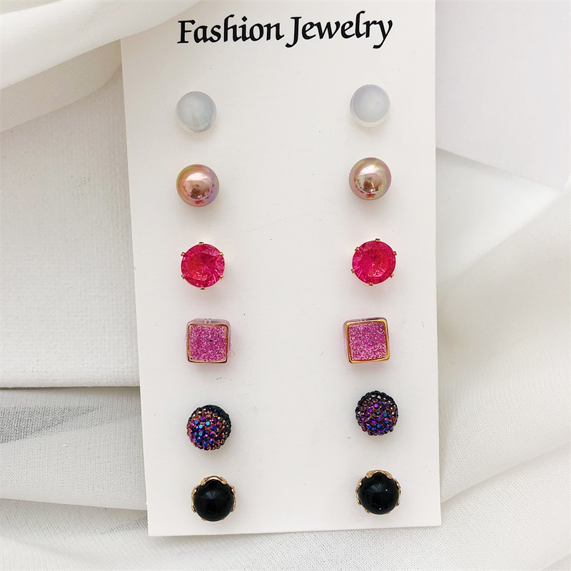 2018 New Arrivals Romantic Rose Gold and Zinc Alloy Crystal Black Earrings Exquisite Charm Stud Earrings Girls Fashion Fantasy C