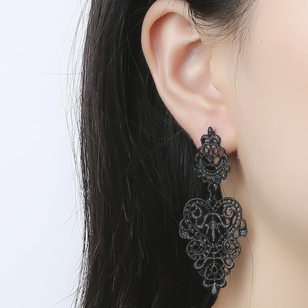 Fashion week Long very earrings for lady