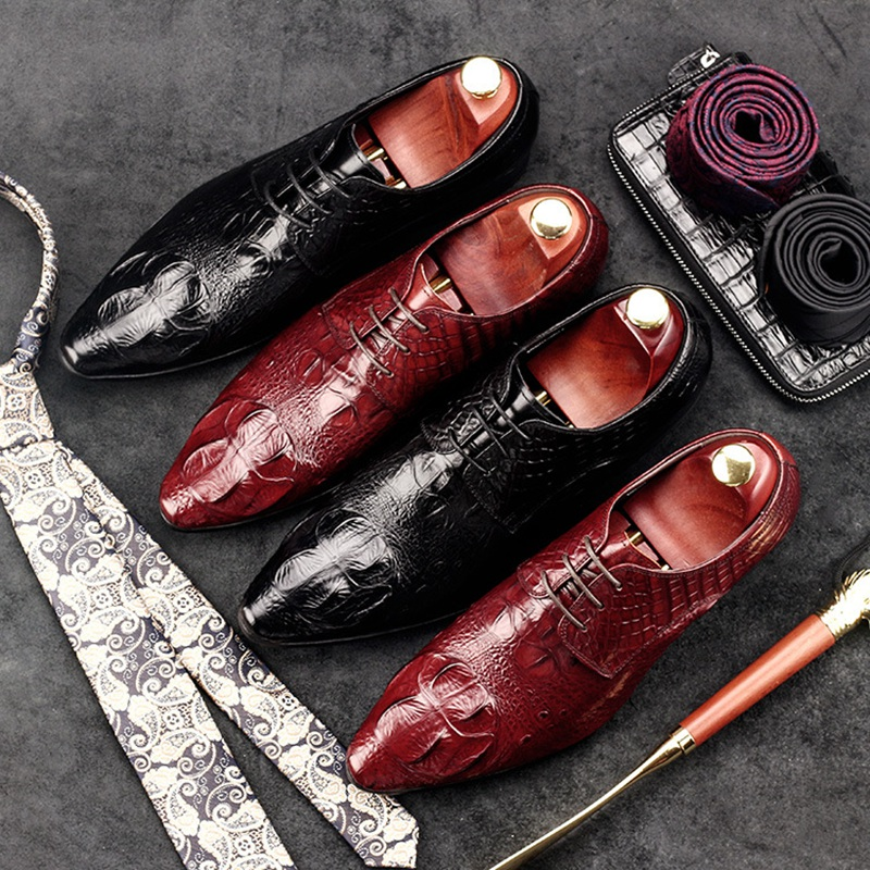 Vintage British Carved Man Dress Shoes Genuine Leather Crocodile Brogue Oxfords Pointed Toe Lace up Men's Wedding Flats GD25 цены онлайн