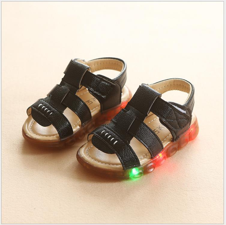 Summer Kids LED Sandals Soft Light-Up Fashion Boys Children Luminous Shoes Casual Beach Boys breathable sandals shoes with lightSummer Kids LED Sandals Soft Light-Up Fashion Boys Children Luminous Shoes Casual Beach Boys breathable sandals shoes with light