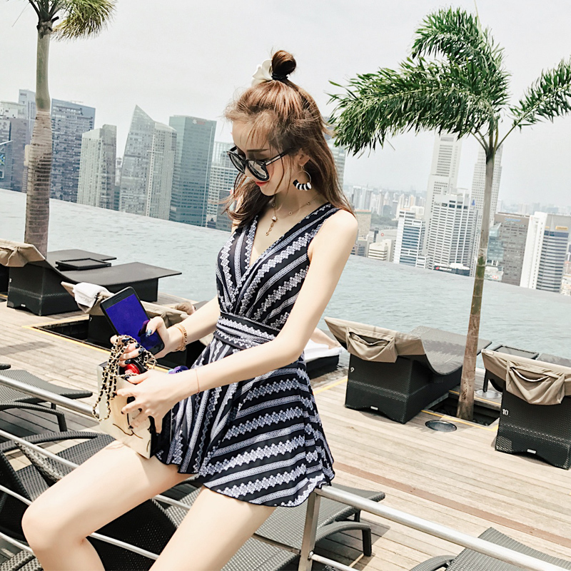 Beach Sports Swim Woman One-piece Swimsuit Female Flat Angle Skirt Style Small Chest Gather Together Large Size Ms. Fat Swimwea beach sports woman swim one piece swimsuit female skirt style big chest small chest gather together large size sexy swimsuit
