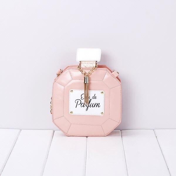 Hot Girls Baby Toddler Metal Chain Buckle Handbag Kids Shoulder Bag Children  Crossbody Bag Purse women Perfume bottle mini bag-in Crossbody Bags from ... 3e2d09e6d082