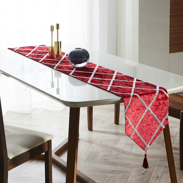 Diamond Shaped Stripes Table Runners with Tassels