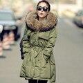 Grande de la piel 2015 nuevo invierno mujeres Parka capa de la chaqueta verde del ejército mapache verdadero cuello de piel con capucha gruesa delgada Casual chaqueta de invierno