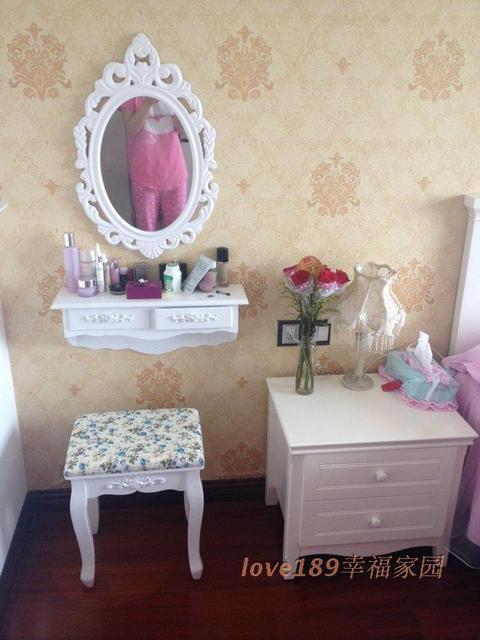 стены спальни комод зеркало туалетный столик стол тщеславие