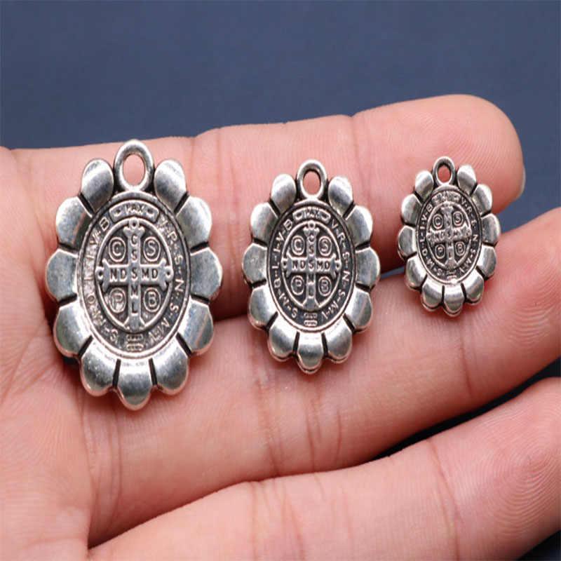 Religijne krzyż świętego benedykta wody cegły Medal świętego benedykta. Jezus w stylu vintage srebrny Saint Bendique medal.