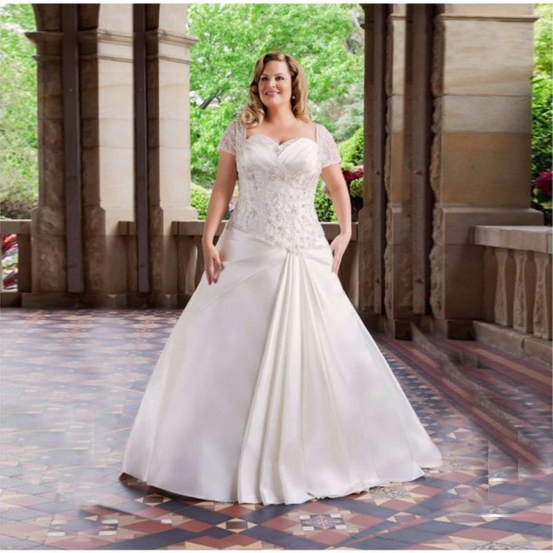 Wedding Gowns For Full Figured Brides: Elegant Plus Size Appliques Lace Wedding Dresses Short