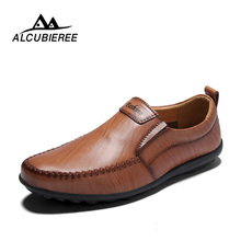 Купить с кэшбэком ALCUBIEREE Brand Men Casual Shoes Leather Slip-on Fashion Breather Men Shoes Summer Zapatos Hombre