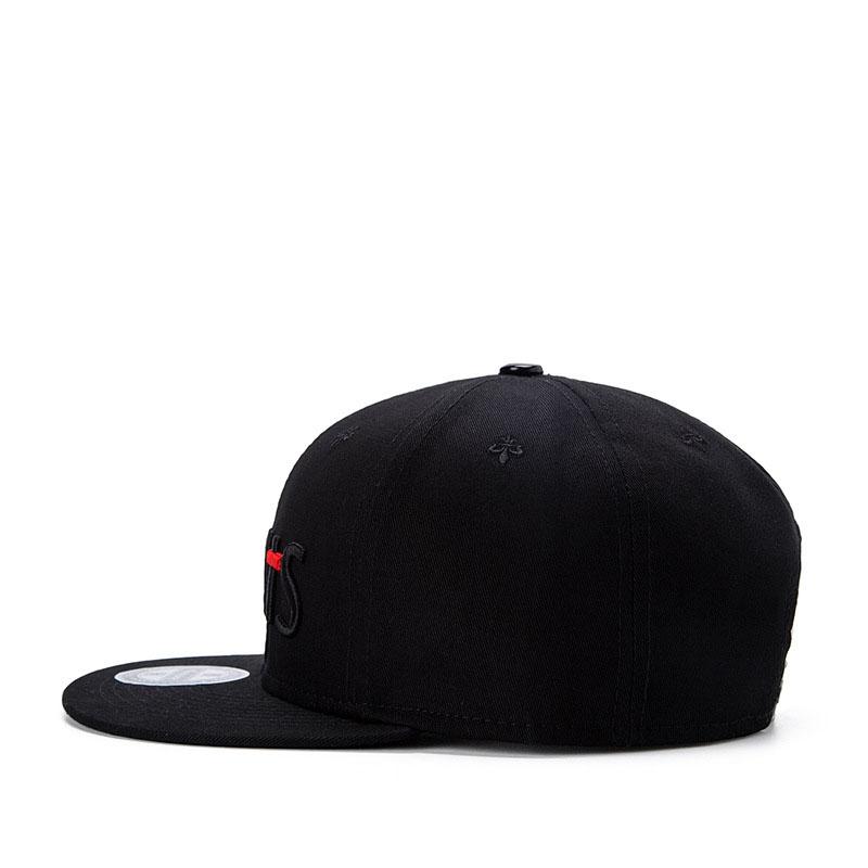 black snapback hat 04