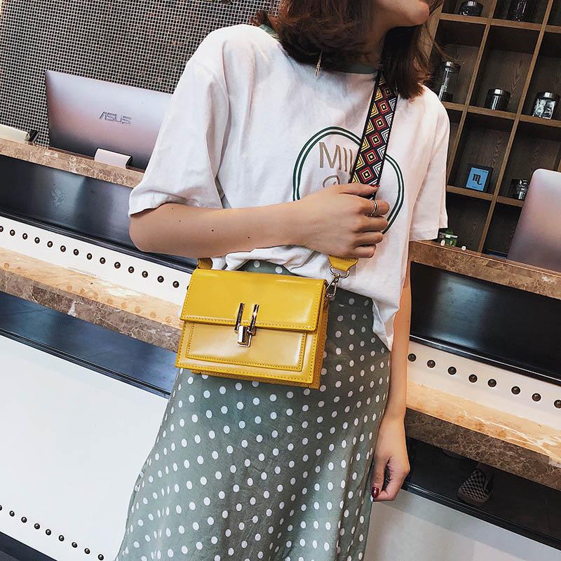 New Women Fashion Width Shoulder Bags INS Popular Female Exquisite Solid Handbag Mini Flap Lady Travel Chains Crossbody SS3474 (7)