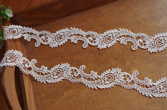 off white lace trim with delicate floral, vintage style lace trimDG096 ten yards