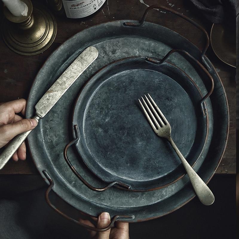 European Retro Metal Plate With Handles Handcrafted Round Wrought Vintage Storage Bread Tray Home Decoration Garden Restaurant
