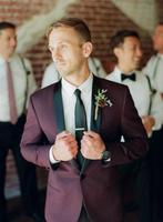 2018 nueva llegada púrpura Esmoquin hombres boda Trajes para negro solapa chal Trajes slim fit groomsmen Trajes (chaqueta + Pantalones)