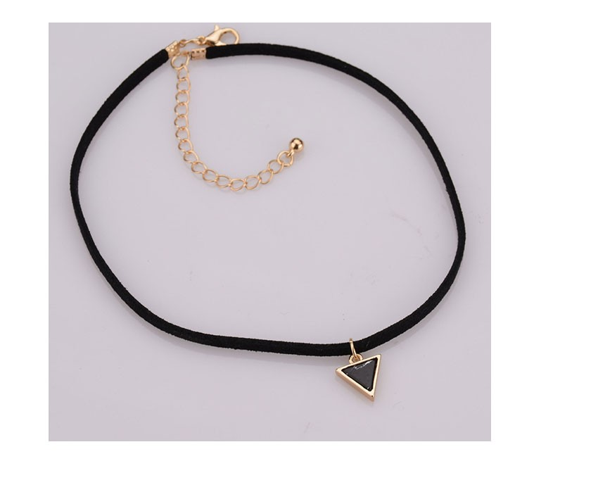 black-velvet-chocker-necklace-with-a-black-triangle-stone