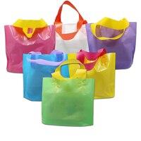 DHL Coloré Sac à Provisions En Plastique Avec Poignée De Stockage Réutilisable Vêtements Cadeau D'épicerie Boutique Emballage Faveur Pack Poche Sacs