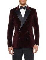רכיסה כפולה כהה קטיפה אדומה חתן Tuxedos השושבינים גברים חתונת נשף חליפות חתן (מעיל + מכנסיים + חגורה + עניבה)