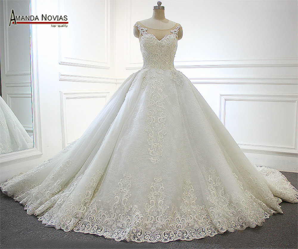 2017 Luxury Arabic Long Train Wedding Dress Full Beading