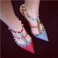 2016 Mujeres Calientes de La Manera Zapatos Bombas Del Color Del Encanto Hebilla Tachonada de Tacón de Aguja Punta estrecha Tacones Altos Zapatos de las Sandalias Más Tamaño