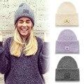 Марка 2015 зимние шапки для женщин улыбка вышивка шапочки вязаные шапки шлем вязания крючком свободного покроя свитер Cap Chapeu Feminino n568