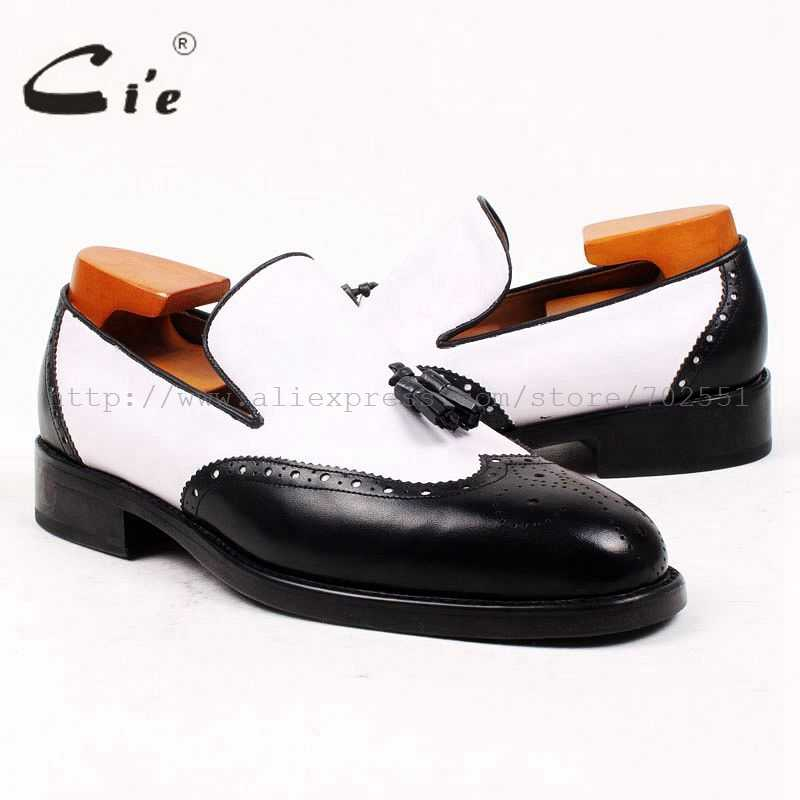 Cieรอบนิ้วเท้าสีดำสีขาวTasselsบนสลิป100%หนังลูกวัวแท้OutsoleระบายอากาศBespokeหนังผู้ชายรองเท้าที่ทำด้วยมือloafer69