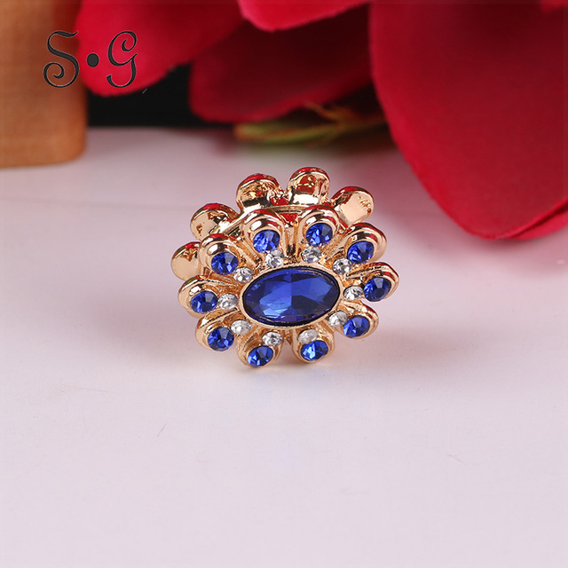 c6024ca07b Classic Elegant Women Brooches Crystal Round Lady Jewelry For Scarf  Accessories Clothing Buckle Strong Magnet Collar Brooches