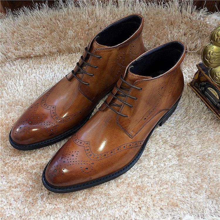 Hombres Moda Cortos Martin Brogues Zapatos De Masculino Vestido 2 2018  Genuino Hombre Novia Botas Primavera Tallado ... d684c16fbf8b