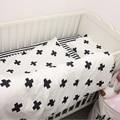 3 unids/set nuevo diseño baby bedding set cuna cotton bedding set negro y con la cruz patrón de rayas para niñas niños