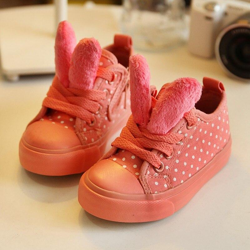 รองเท้าผ้าใบหูกระต่าย
