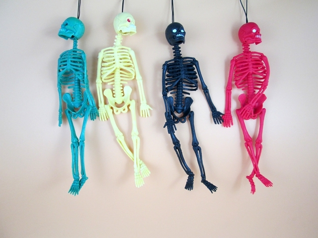 Funny Halloween toy Length 20cm Realistic human skeleton mold  Mischief toys Scary jokes toy For Kids April fool's day
