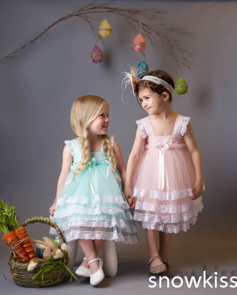 Beautiful pink lace communion flower girl dresses lovely tiered knee-length ball gowns for little kids baby glamorous frocks cute pink lace appliques flower girl dresses for little kids first communion ball gowns beautiful mid calf pageant prom frocks