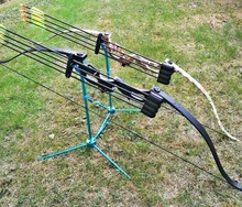 Outdoor hunting, training, anti-curved bow and arrow suit. Bristle arrows, sight, arrow box accessories complete.