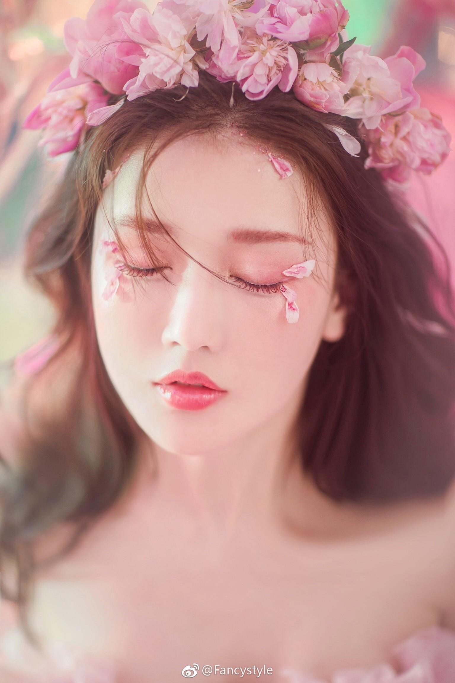 你的一颦一笑,面如桃花,粉色点缀心头!