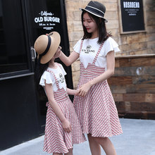 цена на Family Look Mother Daughter Matching Overalls Dress Mama and Daughter Dress Fake 2PCS Matching Outfits Mother Daughter Costume